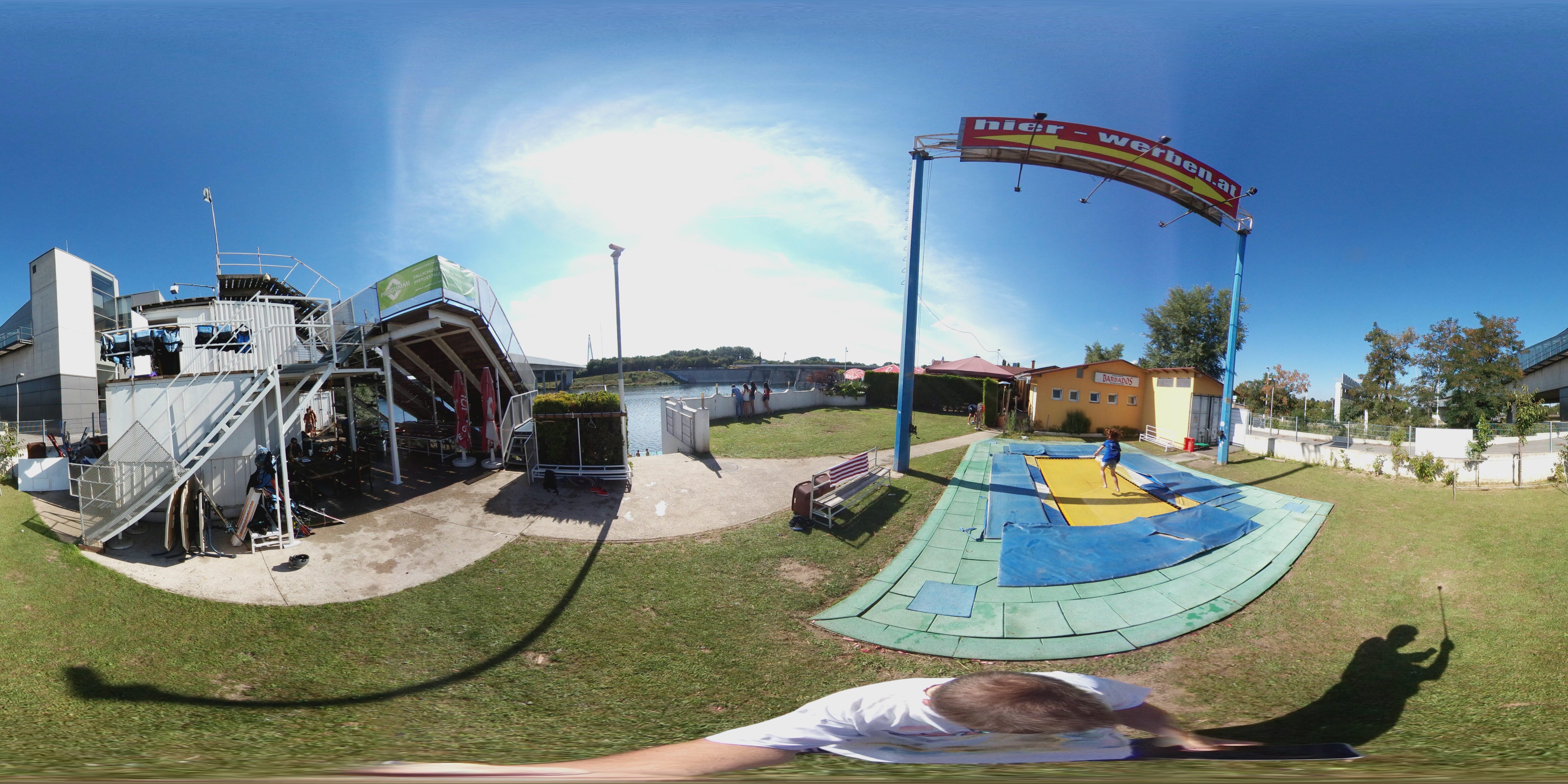 360° Panorama zwischen Trampolin und Clubhaus